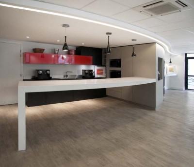 04-02 Piedra acrilica blanca en los centros de diseño - Km3D cocinas